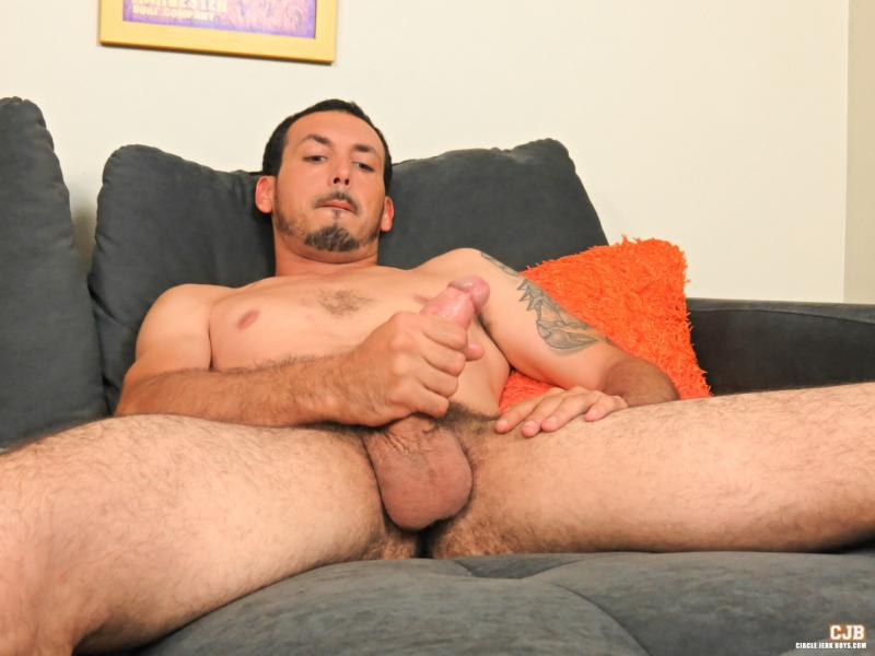 Geo reigns plays with feet and cock 4