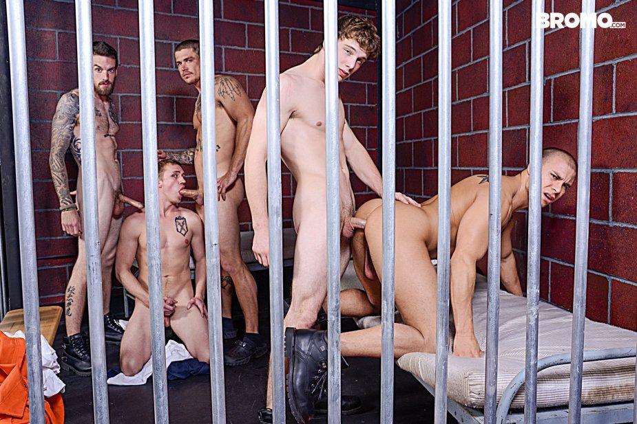 Опущение в тюрьме порно онлайн