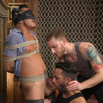 Cesar Xes gets edged - Kink Men photo gallery