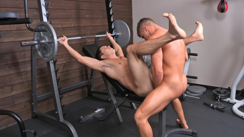 nogi-seks-porno-sportzale-kachkom-rolik-golie